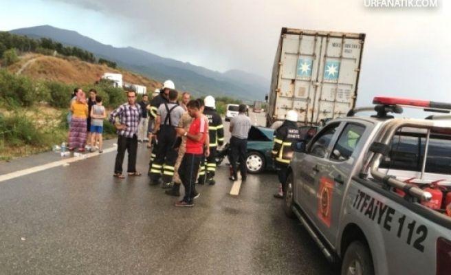 Otomobil Tıra Çarptı: 3 Ölü, 1 Yaralı
