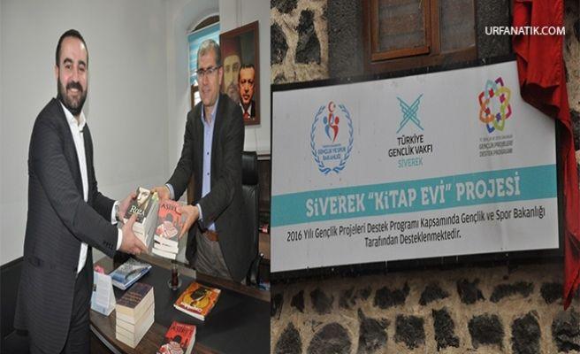 Siverekli Yazar'dan Türk Gençlik Vakfına Kitap Bağışı