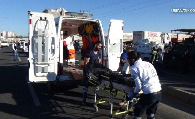 Minibüs Karşıdan Karşıya Geçmek İsteyen Gence Çarptı 1 ölü