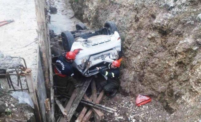 Otomobil Kanal İnşaatına Devrildi: 1 Yaralı