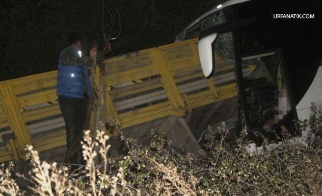 Yolcu Otobüsü İle Kamyon Çarpıştı: 2 Ölü, 7 Yaralı