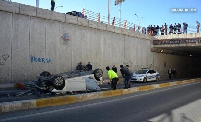Otomobil Üst Geçitten Düştü 3 Yaralı