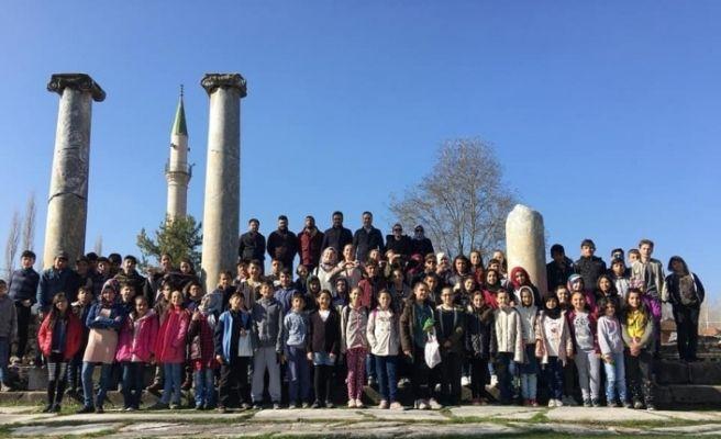 İmam Hatip öğrencilerinden Aizanoi Antik Kenti gezisi