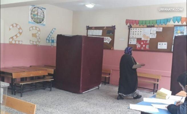 Sandık Görevlileri Okullarda Üşüyor…