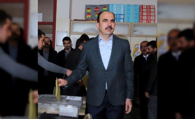 Başkan Altay, oyunu kullandı