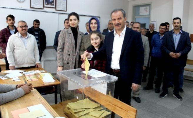 Adıyaman'da siyasiler oylarını kullandı