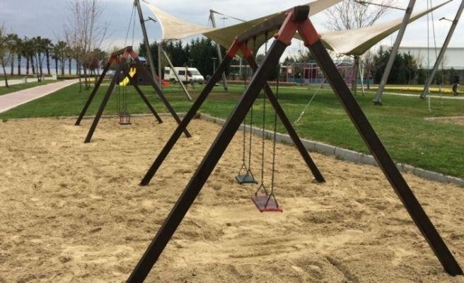 Çocuk parkları yaz sezonuna hazırlanıyor
