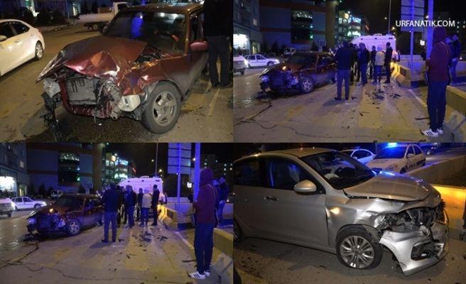 Kavşakta İki Otomobil Çarpıştı: 4 Yaralı