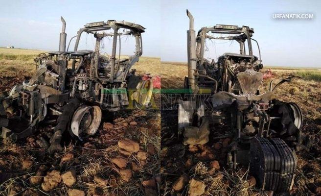 Şanlıurfa'da Tarlada Seyir Halindeki Traktör Alev Alev Yandı