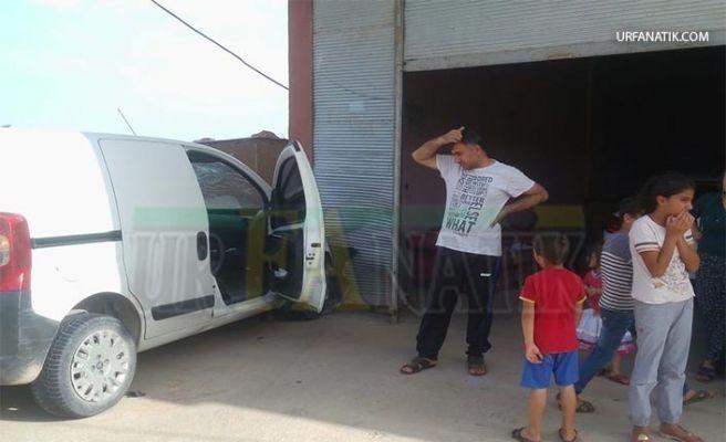 Suruç'ta Otomobil Eve Daldı: 2 Yaralı