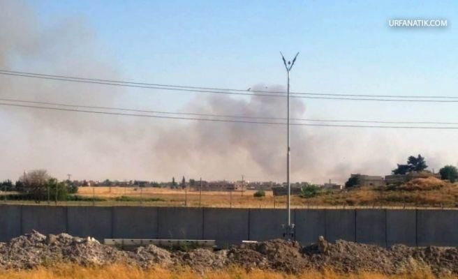 Akçakale Sınırında Terör Örgütü PKK/PYD Halkın Ekinlerini Yakıyor