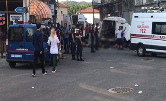 Göçmenleri Taşıyan Minibüs Kaza Yaptı: 11 Ölü, 30 Yaralı