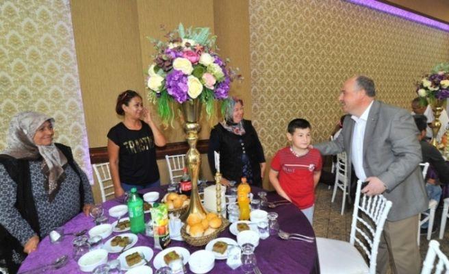 Osmaniye'de şehit aileleri ve gaziler onuruna yemek