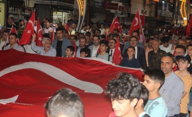 Hakkari'de 15 Temmuz Milli Birlik ve Demokrasi yürüyüşü