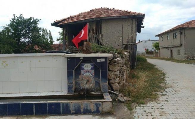 15 Temmuz Demokrasi Şehitleri Günü'nde bütün köyü bayraklarla donattılar