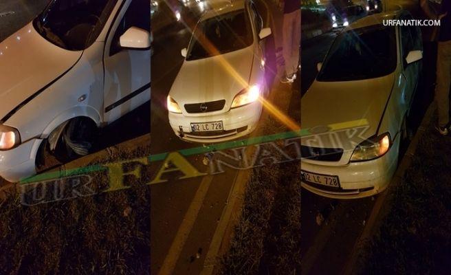 Urfa'da Lastiği Patlayan Otomobil Orta Refüje Çarptı