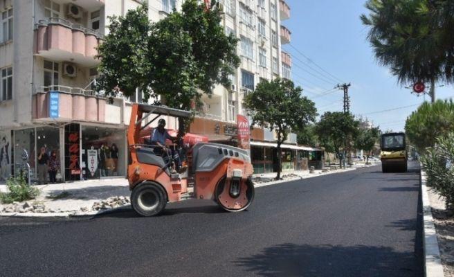 Ceyhan'ın 20 yıldır hizmet bekleyen bulvarında asfalt çalışması