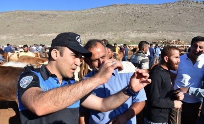 Kars'ta polisten bayram öncesi sahte para uyarısı