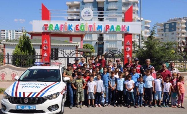 Kuran kursu öğrencilerine trafik eğitimi