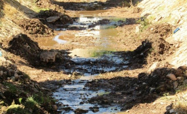 Kanal temizleme çalışmaları devam ediyor