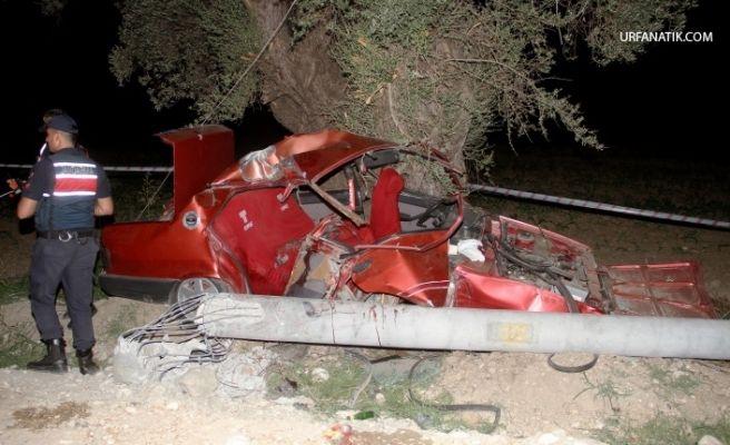 Otomobil Elektrik Direğine Çarptı: 2 Ölü, 2 Yaralı