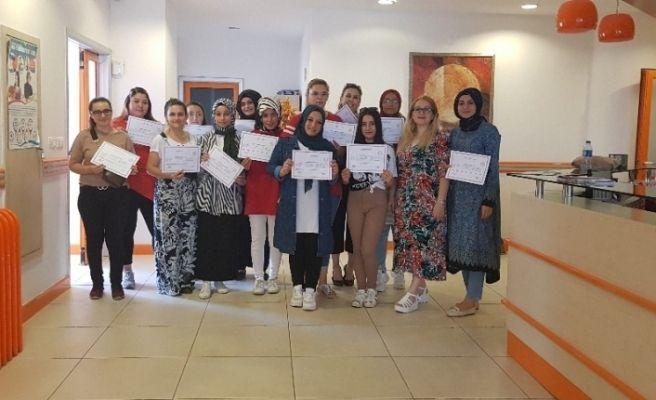 Pursaklar'da kadınlar F klavye sertifikası aldı