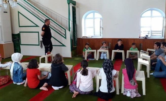 Kur'an kursu öğrencilerine yangın eğitimi