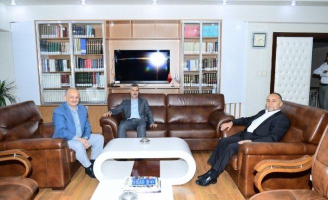 Başkan Çınar Kızılay'a kurban bağışında bulundu