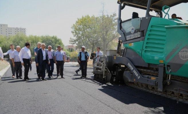 Başkan Güder, asfalt çalışmalarını yerinde inceledi
