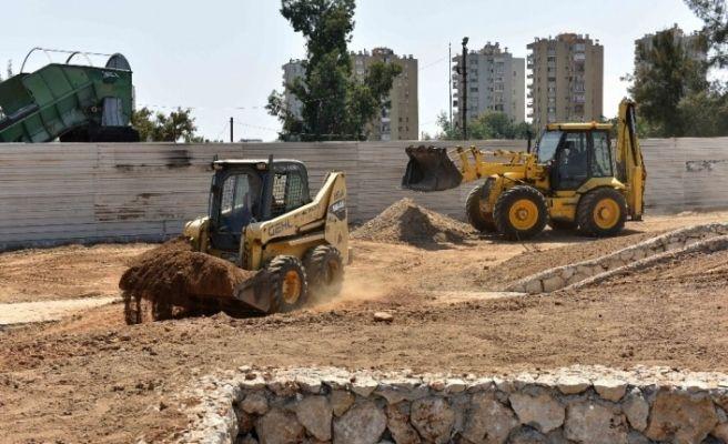 Muratpaşa Belediyesi, Zeytinköy'deki yeni parkın yapımını sürdürüyor