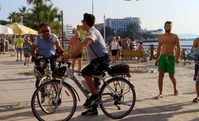 Kuşadası dünyaca ünlü plajları bisikletli polislere emanet