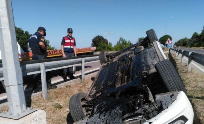 Takla atan otomobil refüje devrildi: 1 yaralı