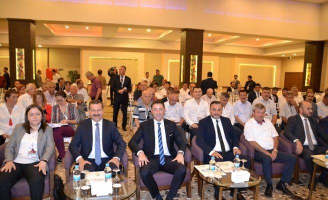 Ak Partili Yılmaz, CHP'li Başkanı yanına alıp, kendi telefonundan vatandaşları aradı