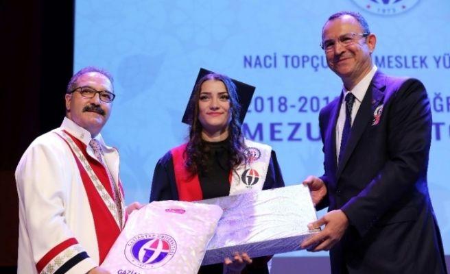 GAÜN Naci Topçuoğlu Meslek Yüksekokulu mezunlarını verdi