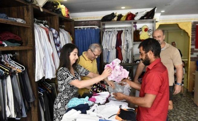 Muratpaşa Sosyal Yardım Merkezi'nde kıyafet yardımı