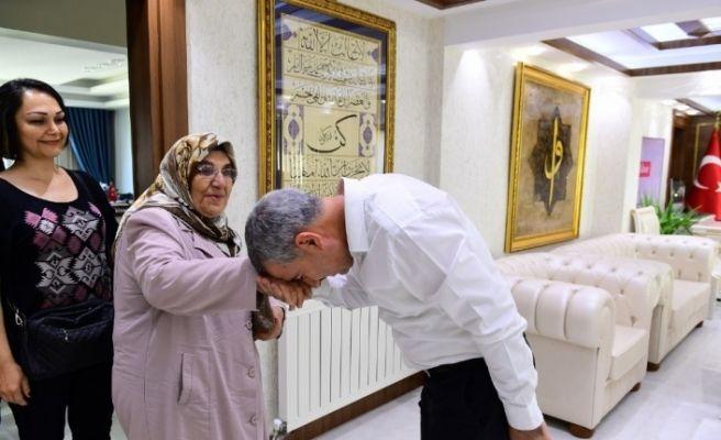 Çınar'a ilkokul öğretmeninden duygulandıran ziyaret