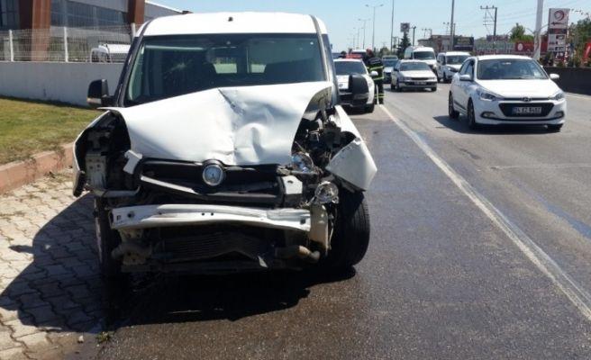 Kocaeli'de zincirleme trafik kazası: 3 yaralı