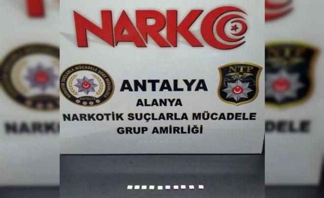 Alanya'da otomobilde uyuşturucu baskınına 1 tutuklama
