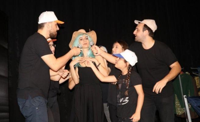 Turgutlu'da çocuklar 'Masal Bostanı' ile güldü