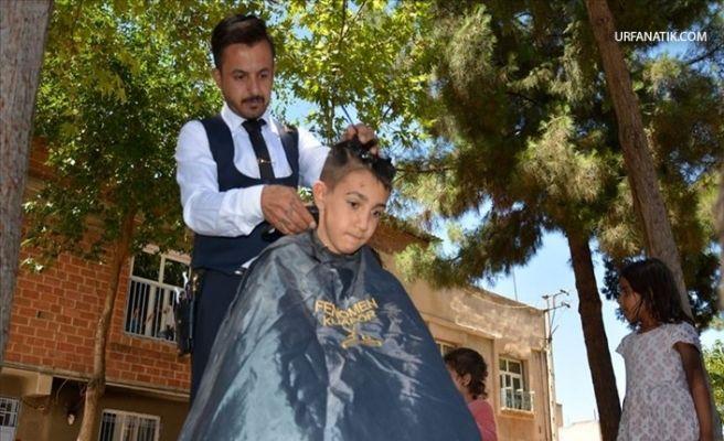 Sokak Sokak Dolaşıp Çocukları Bayram Tıraşı Yapıyor