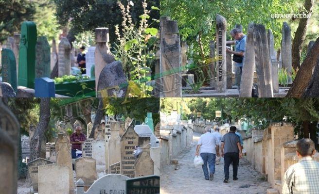 Şanlıurfa'da Bayram Sabahı Mezarlıklar Doldu Taştı