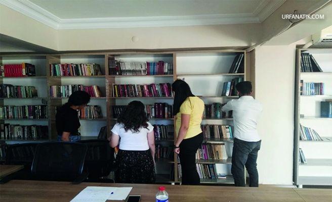 Siverek Türk Eğitim-Sen Temsilciliğinden Fakülteye Kitap Bağışı