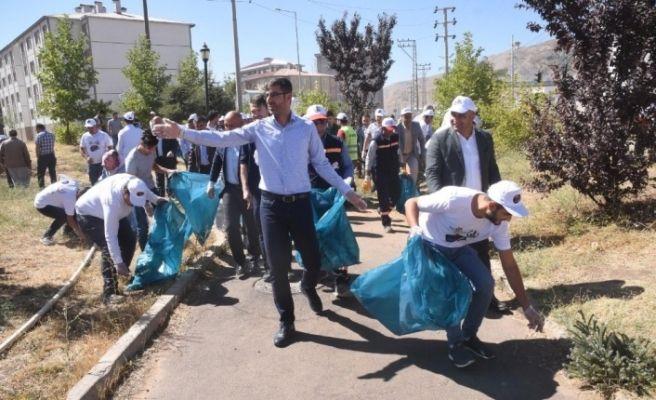 Başkan Tanğlay öncülüğünde çöp toplama kampanyası
