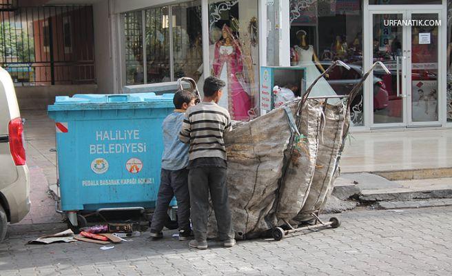 Okul Harçlıkları Çöpten Çıkıyor