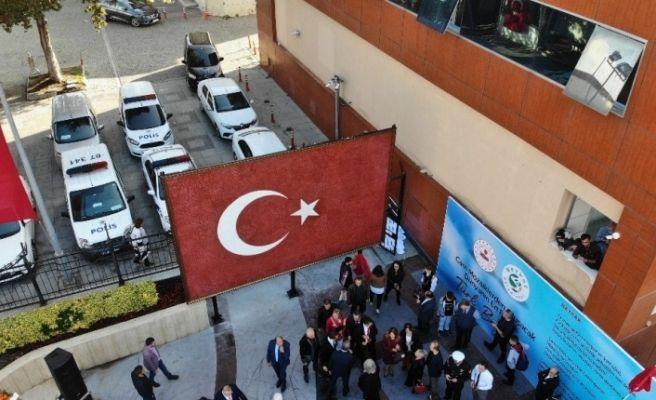 Cam mozaiğinden yapılan dev Türk Bayrağı havadan görüntülendi
