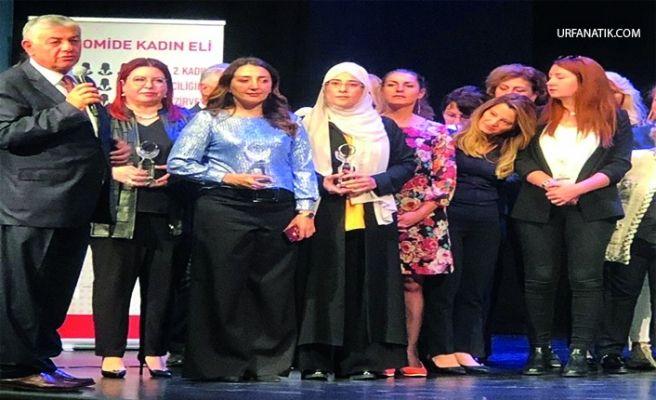 """Yazmacı 'ya """"Fark Yaratan Kadın Girişimci Başarı Ödülü"""""""