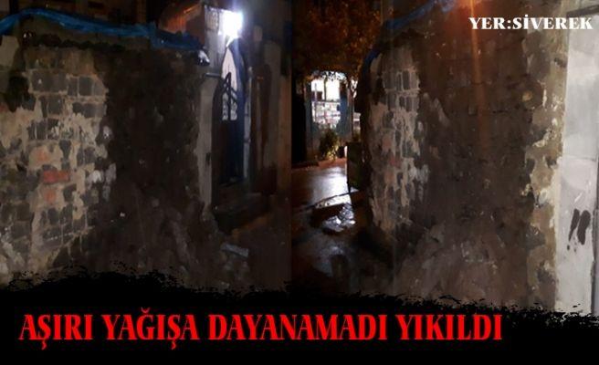 Siverek'teki Şiddetli Yağış Kerpiç Evi Yıktı