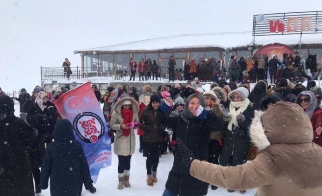 Yenişehir Kaymakamlığından ADEM kursiyerlerine kayak jesti