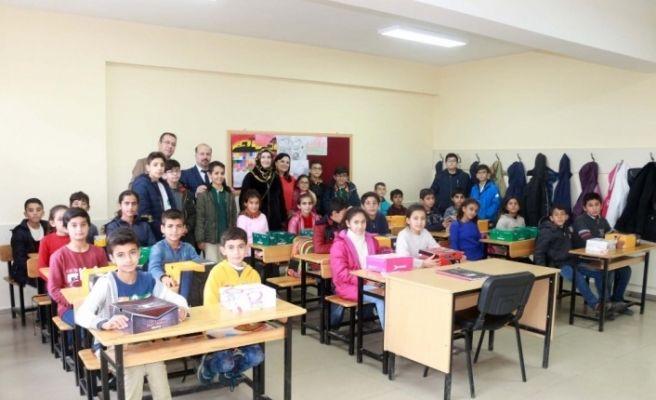 Kolej öğrencilerinden köy okullarına anlamlı yardım