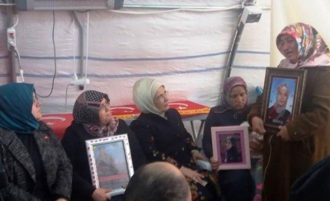 Emine Erdoğan'dan, HDP önündeki ailelere ziyaret